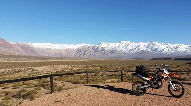 Slovenijo obiskal motorist z Nove Zelandije na KTM-u 500 EXC z 90.000 prevoženimi kilometri (foto: Aaron Steinmann)