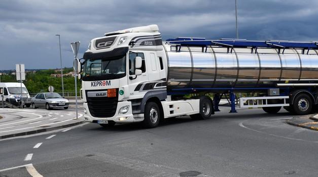 AVP: Neuporaba varnostnih pasov še naprej težava med vozniki tovornih vozil (foto: Arhiv AM)
