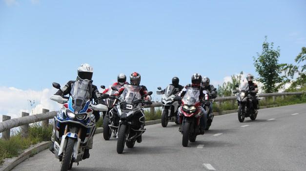 Primerjalni test: sedem velikih potovalnih enduro motociklov 2018 (video)