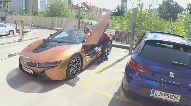 AM interno #47: Leon Cupra ali BMW i8 Roadster?