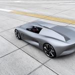 Infiniti Prototype 10 združuje podobo klasičnega spyderja in tehnologijo elektromotorjev (foto: Newspress)