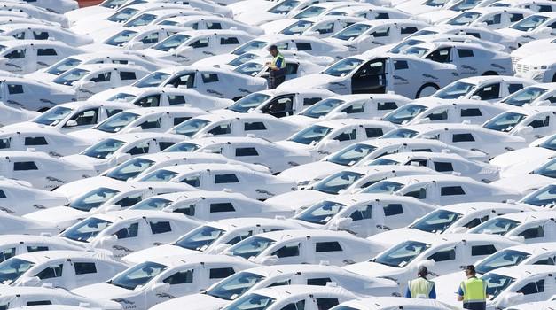 Uvedba standarda WLTP po Evropi dvignila prodajo novih avtomobilov za več kot četrtino (foto: Profimedia)