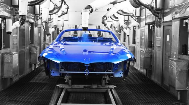 S tekočega traku so zapeljali prvi kabrioleti BMW-jeve serije 8 (foto: BMW)