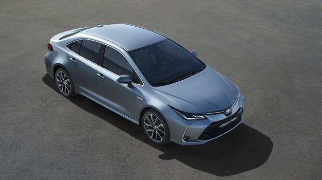Družina Toyote Corolle je postala popolna z limuzino (foto: Toyota)