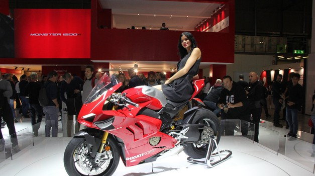 Video: Združitev Ducatijevega dizajna in Akrapovičevega znanja v novem Panigaleju (foto: Arhiv AM)