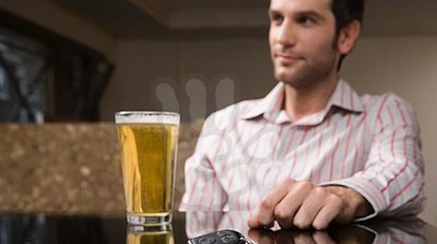 Ne le alkohol in droge, tudi zdravila lahko škodijo našim vozniškim sposobnostim (foto: Profimedia, Jure Šujica)