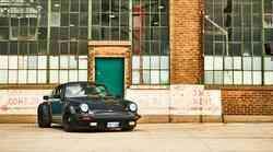 Porsche z novo tehnologijo stopil na prste tatovom klasičnih avtomobilov