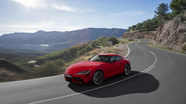 Toyota Supra kljub enaki osnovi hitrejša kot BMW Z4? (foto: Toyota, BMW)