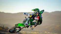 Monster Energy Supercross: Tomac poskrbel za navdušenje gledalcev (video)