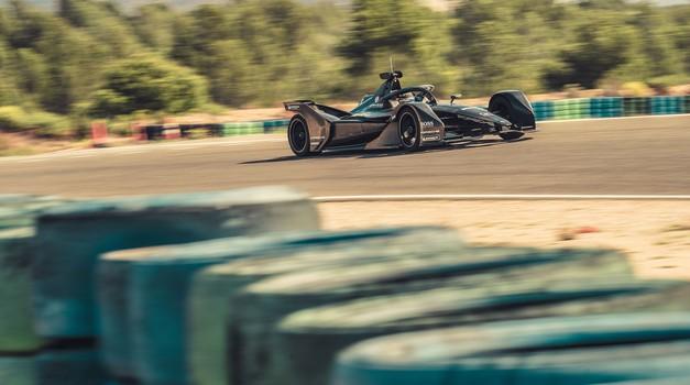 Za Porschejevo ekipo Formule E je uspešnih prvih 1.000 prevoženih kilometrov (foto: Porsche)