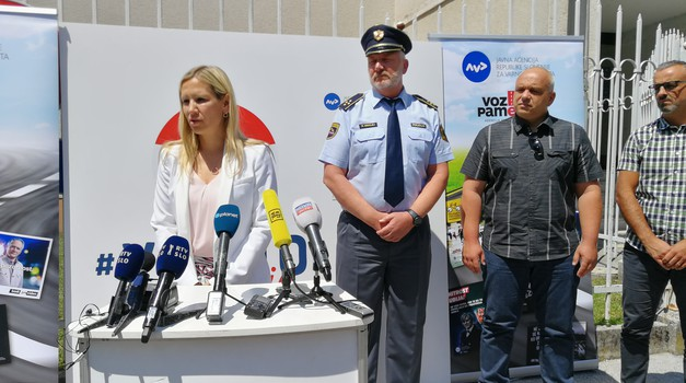 AVP, MOL in Policija za večjo varnost na cestah tudi z novimi tehničnimi ukrepi (foto: Jure Šujica)