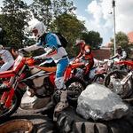 130 ton skal, 90 ton hlodov, 350 XXL pnevmatik: spet je čas za dirko Red Bull Romaniacs (foto: Future7Media)