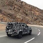 Z novim Defenderjem 'na polno' tudi Rdeči križ (foto: Land Rover)