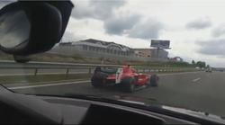 Video: S formulo po avtocesti; češkega Raikkonena še vedno iščejo