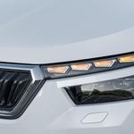 Prvič uporabljena oblikovalska rešitev: deljen LED-žaromet z dinamičnimi smerniki. (foto: Škoda)