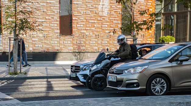 Filtriranje: rešitev za večjo varnost ali recept za nevarnost motoristov? (foto: Jure Šujica)