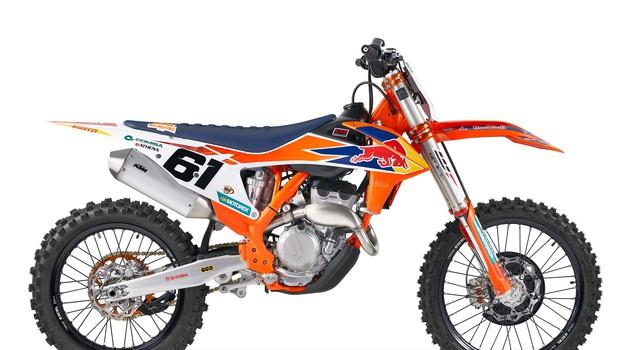 KTM bo trgovine kmalu napolnil z replikama motociklov Prada in Cairolija (foto: KTM)