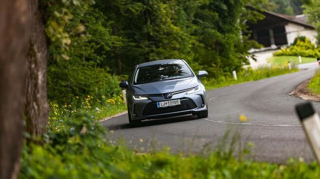Kratki test: Toyota Corolla Sedan 1.8 Hybrid (foto: Saša Kapetanovič)