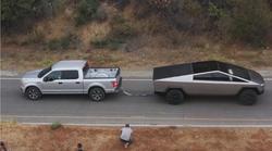 Video: Tesla Cybertruck brez težav opravil s Fordom F-150