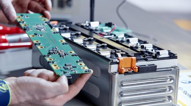 Obeta se revolucija v razvoju električnih avtomobilov (foto: Daimler AG)
