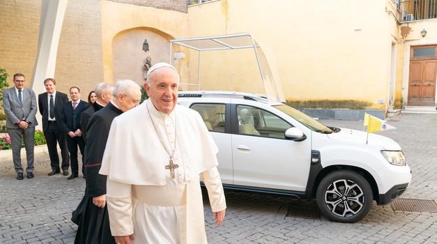 Papež Frančišek ostaja skromen - to je njegov novi avtomobil (foto: Renault Italy)