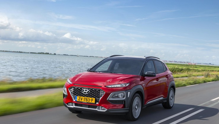Hyundai Kona Hybrid in Hyundai Ioniq Electric - Žebelj v krsto?