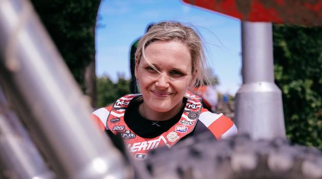 """""""Reli Dakar? Najprej sem morala premagati strah pred hitrostjo."""" (foto: Riki Rocket)"""