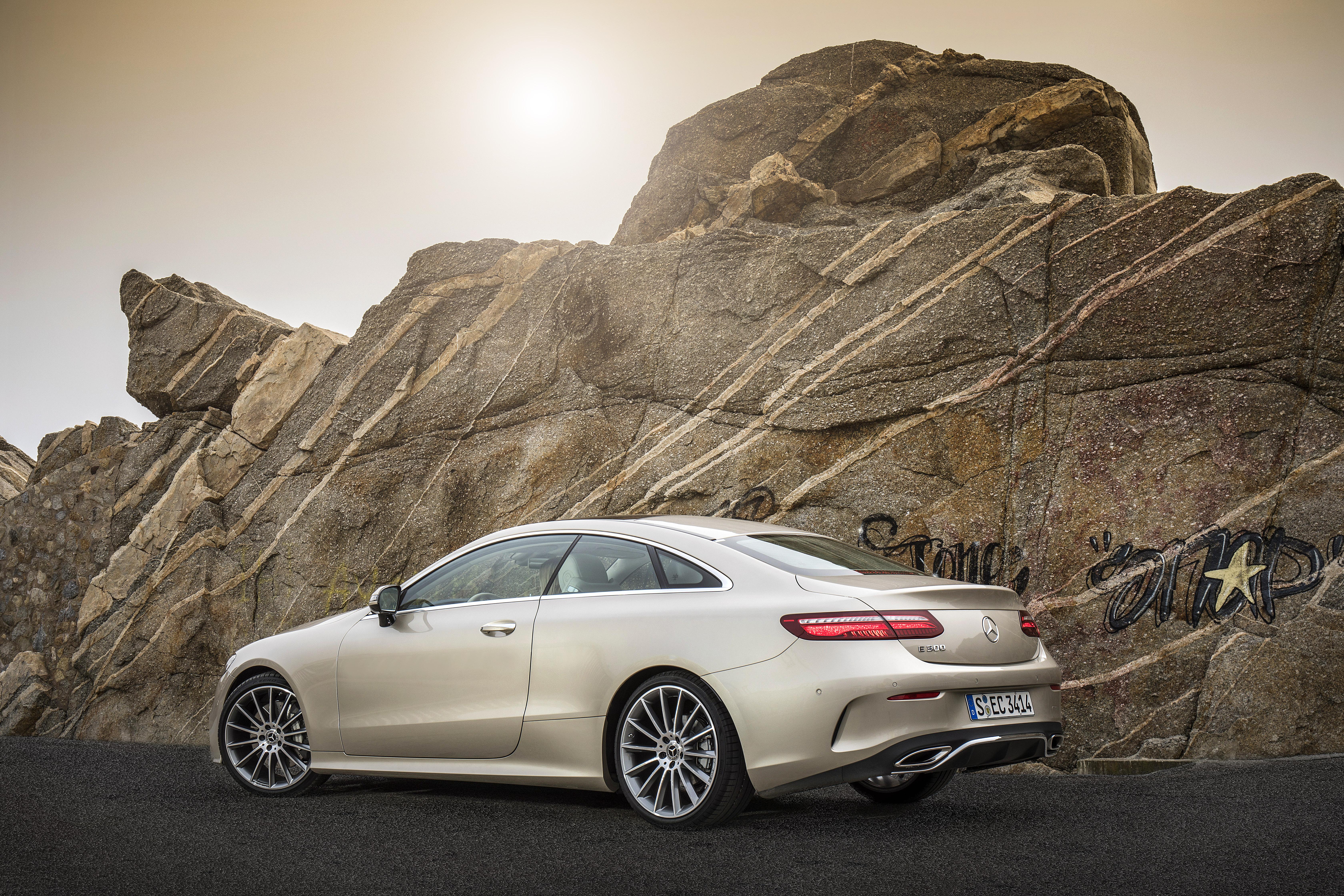 Oblikovno je novi kupe razreda E eden lepših Mercedesov med osebnimi avtomobili.